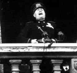 Mussolini al balcone di Piazza Venezia