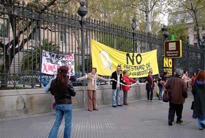Proteste alla Biblioteca nazionale di Madrid