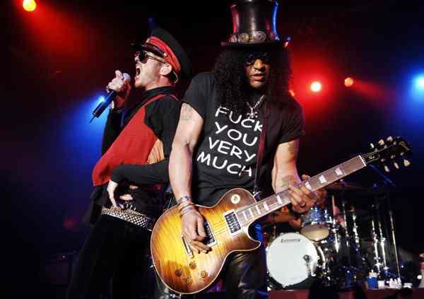 Slash con i Velvet Revolver